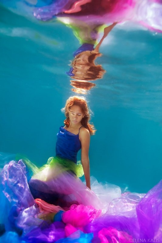 underwater_photos_colorful_girl