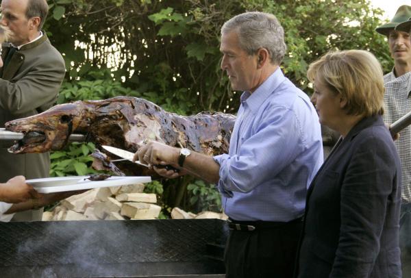 bush and merket eating, Angela Merkel,