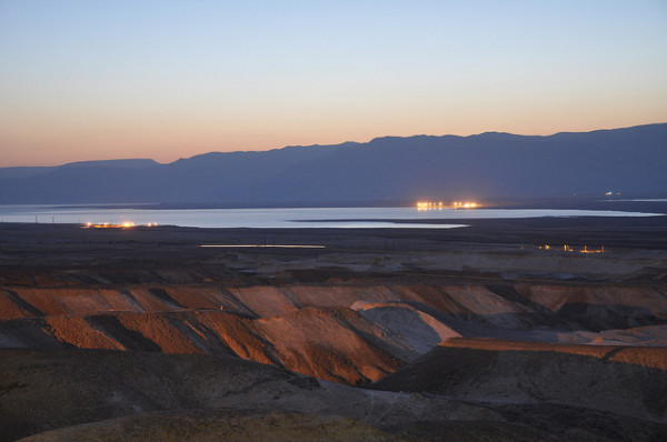 Interesting-Facts-About-Israel-The-Dead-Sea-at-Dusk-600x398