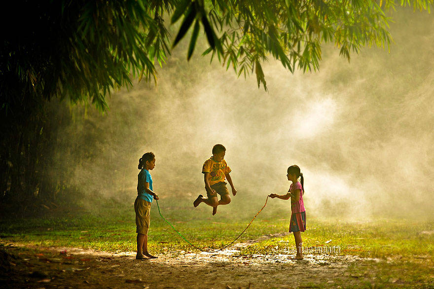 kids photos, kids Playing Outside, kids from around the world, kids from ghana, kids from USA, kids from Romania, Kids from Thailand, Kids from Indonesia, Kids from Italy, Kids from Ethiopia, Kids from uganda, cute kids photos