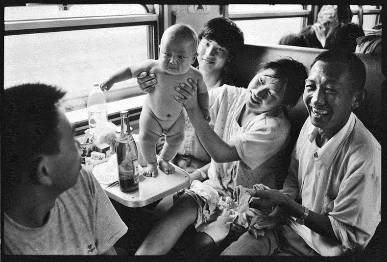 china, people, photography, trains, wang fuchun, history images, historic images, old china photos, cute chinese peoples, chinese kids, black and white photos, china black and white, black & white china, chinese in train, chinese life in gtrain, inside chinese train, life in train, chinese family, chinese couples train, chinese kids train, why we love china, black & white photography, wang fuchun photography, beijing