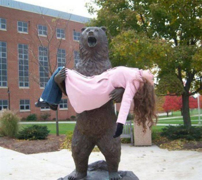 funny, most badass photos ever, photos with sculptures, people with Statues