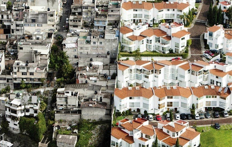 Erase the Difference – Oscar Ruíz's Aerial Photos of Mexico's Rich And The Poor