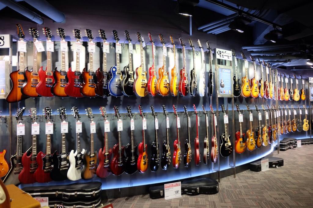 guitar center at times square ny is a nightmare reckon talk. Black Bedroom Furniture Sets. Home Design Ideas