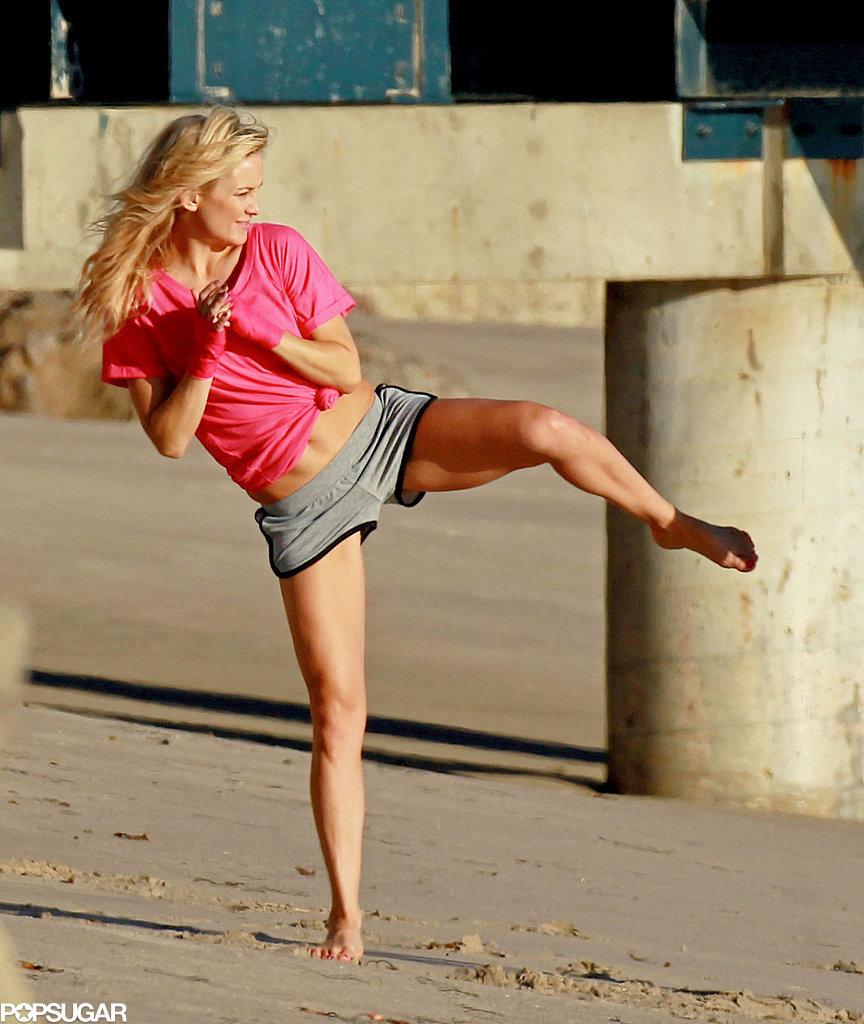 11.Kate-Hudson-showed-off-her-killer-karate-moves-LA-Monday
