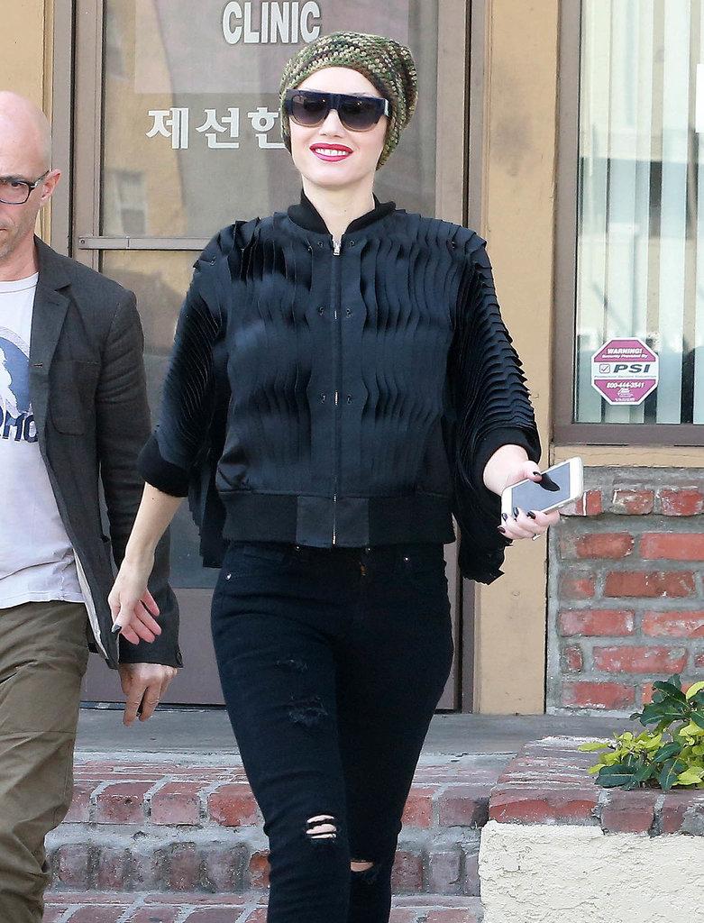 18.Gwen-Stefani-smiled-during-LA-outing-Monday