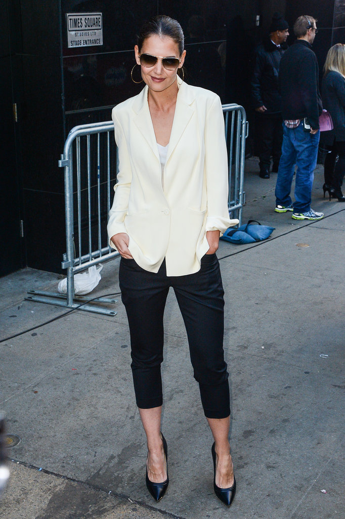 20.Katie-Holmes-looked-chic-after-her-Monday-morning-visit-Good