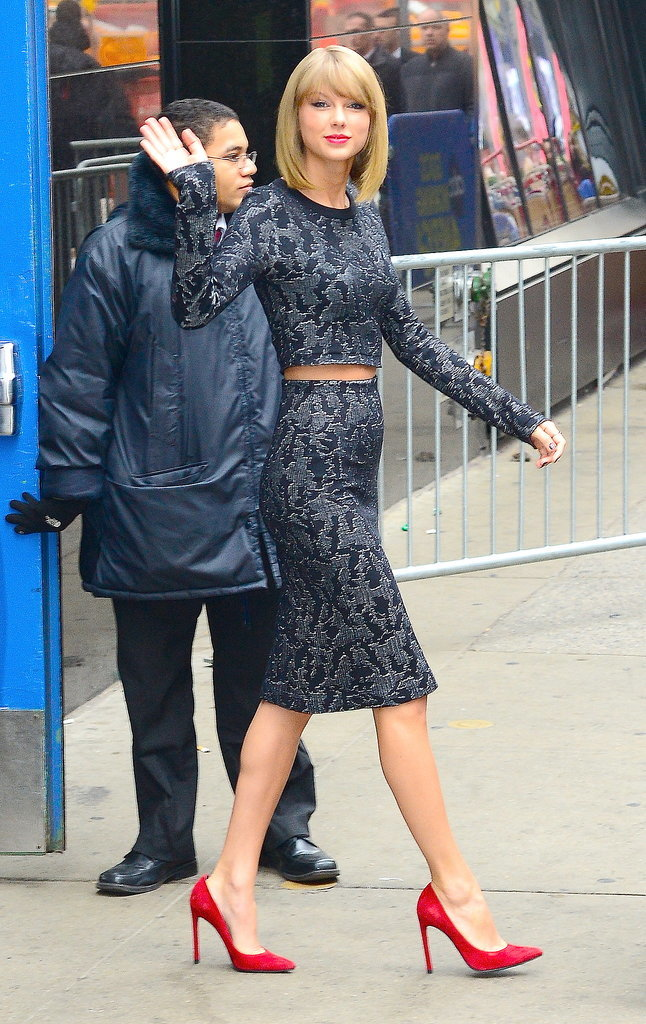 8.Taylor-Swift-gave-wave-during-outing-NYC-Tuesday