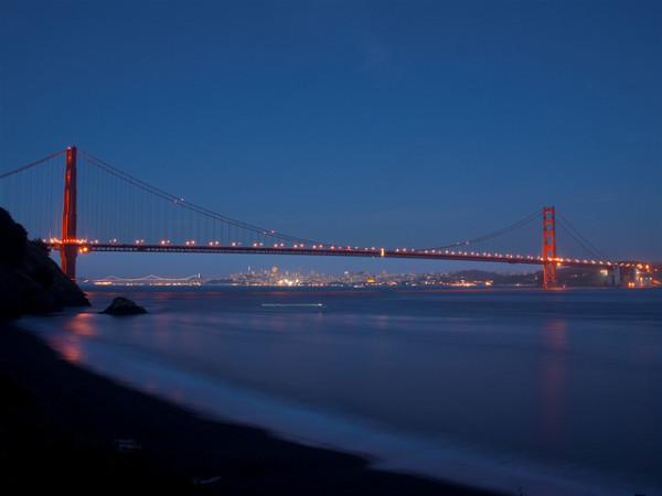 Interesting-Facts-About-The-Golden-Gate-Bridge-Night-Landscape-600x450