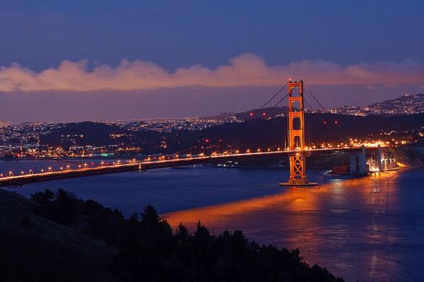 Interesting-Facts-About-The-Golden-Gate-Bridge-Night-Shot-600x400