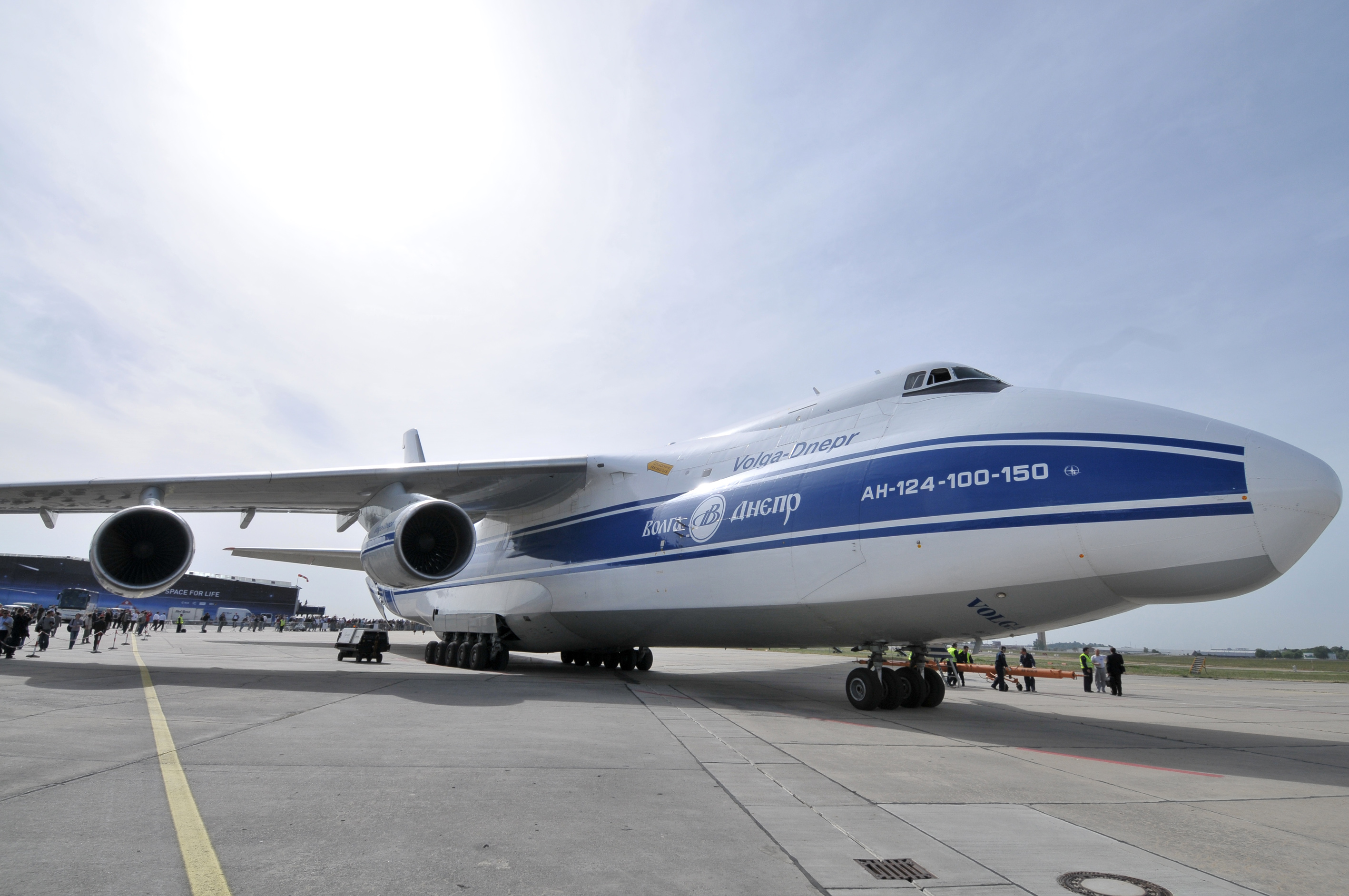 Largest Aircraft in the World, aircraft comparison, largest civilian aircraft list, list of large aircraft, size comparison of four of the largest aircraft, boeing 747 vs airbus a380, Antonov mriya, antonov an 225 mriya, an 124 ruslan