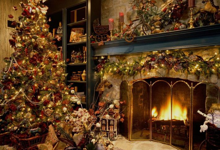 Things to know about christmas, holiday season, merry christmas, Jesus birthday, christmas trees, jingle bells, santa claus, santa claus and his reindeer, christams in germany, USA, mistletoe, christmas lights, Christmas Lights
