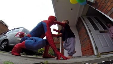 amazing spiderdad, best father, dress like spidermen, jayden, son & father, viral video, 5 year old son battling cancer, most emotional video, emotional dad,