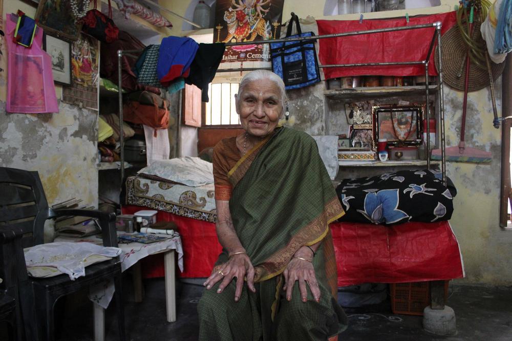 old indian lady in moksha bhavan 1