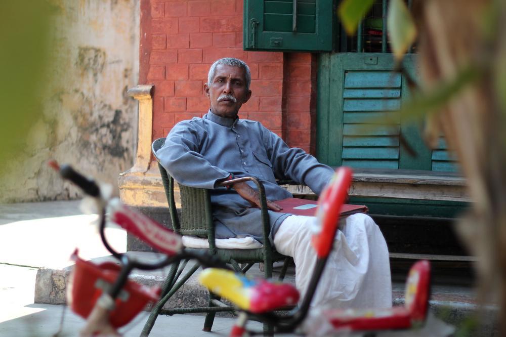 old indian man in moksha bhavan 1