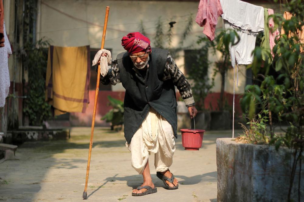 old indian man in moksha bhavan 2