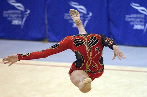 perfectly-timed-photos-headless-gymnast