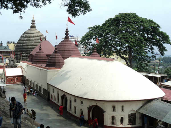 kamakhya temple history in hindi, kamakhya temple video, mystery, kamakhya temple menstruating goddess, kamakhya temple timings, how to reach kamakhya temple, india, weird, history, mythology, secrets of india, kamakhya, goddess of desire, bleeding devi, temple, hindu gods, hinduism