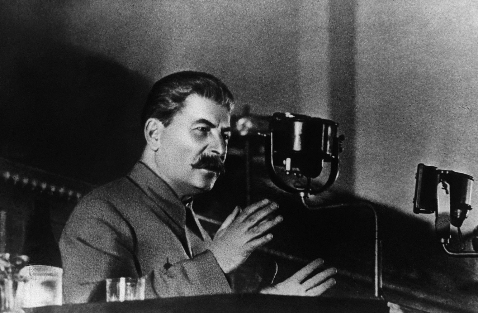 the pact between joseph stalin and adolf hitler before the start of world war ii A few days before christmas, adolf hitler was  the non-aggression pact between germany and  world war ii began when hitler attacked.
