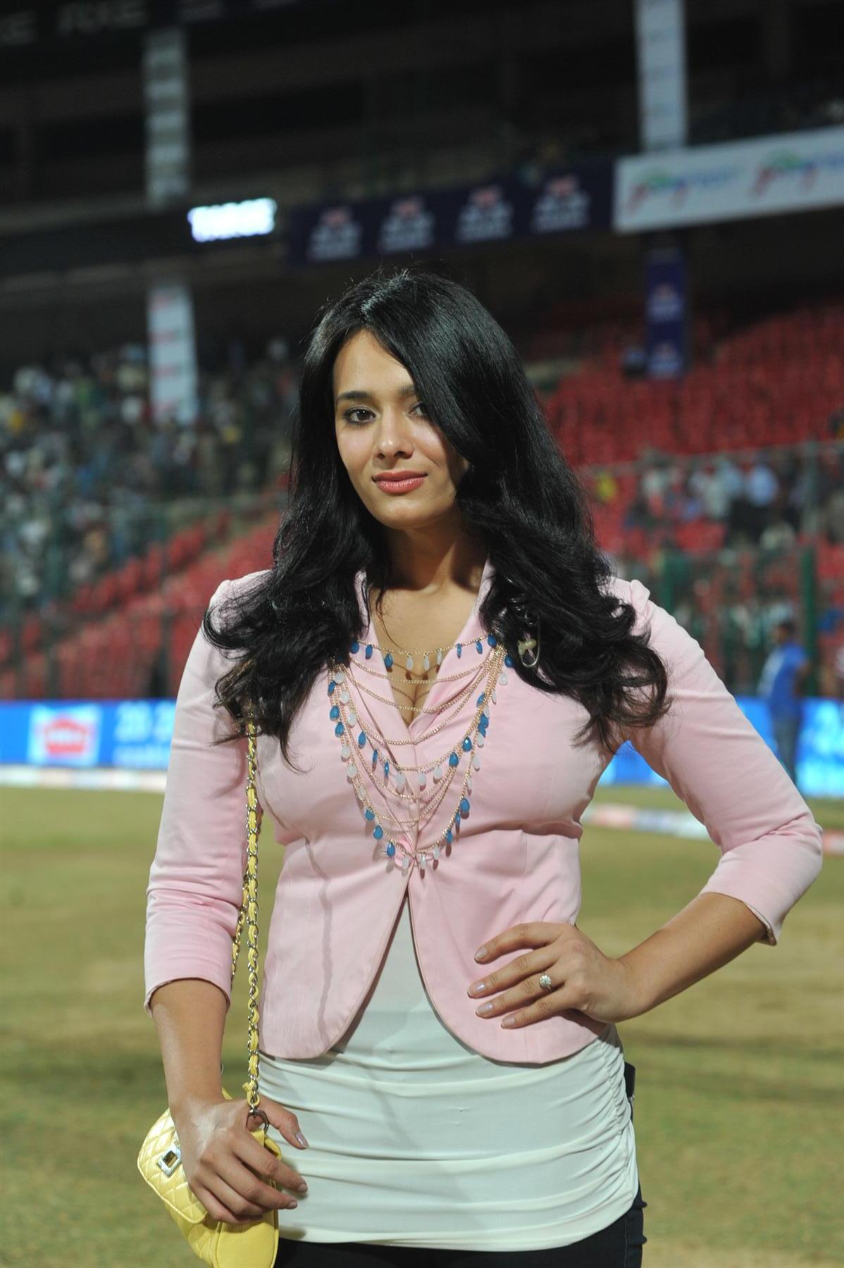 Mayanti Langer 25 Hottest Photos Of Sexiest Sports Journalist quotMayanti