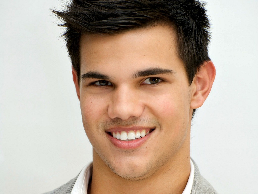 Top 10 Richest Celebs in Hollywood under 25 | Reckon Talk Taylor Lautner