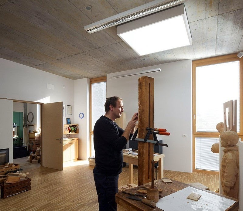 Wood Sculptures by Peter Demetz 18