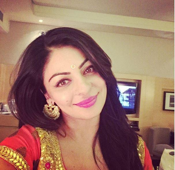 18 Secret Photos Of Neeru Bajwa Thanks To Instagram Reckon Talk