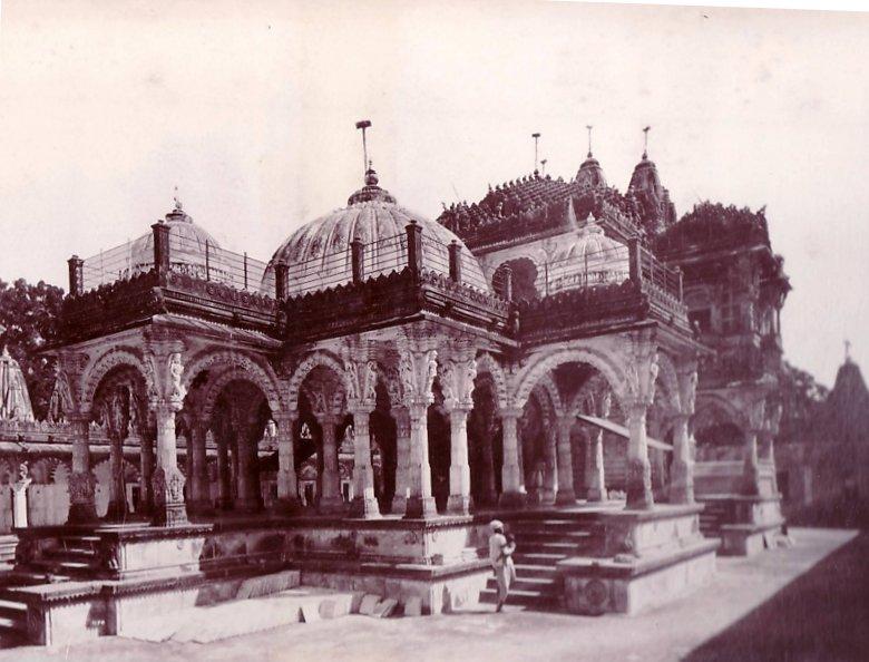 Interior of Hathee Singh Jain temple, Ahmedabad by Raja Deen Dayal, 1900