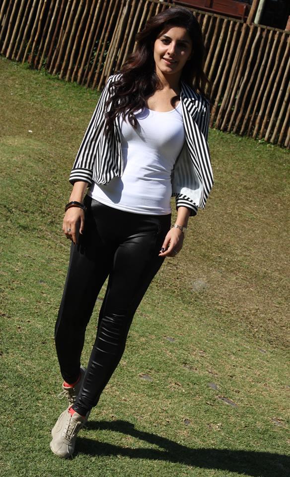 Hot & Sexy Isha Talwar (13)