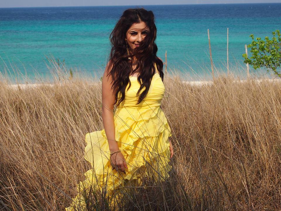 Hot & Sexy Isha Talwar (14)