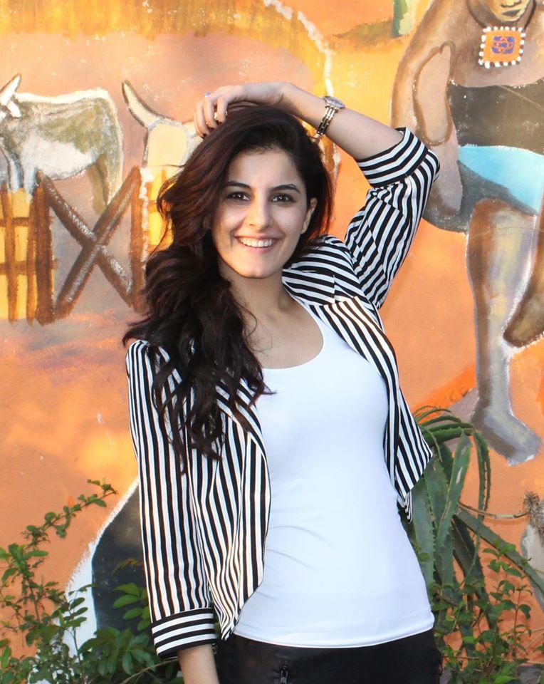 Hot & Sexy Isha Talwar (4)