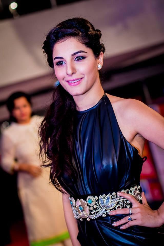 Hot & Sexy Isha Talwar (6)