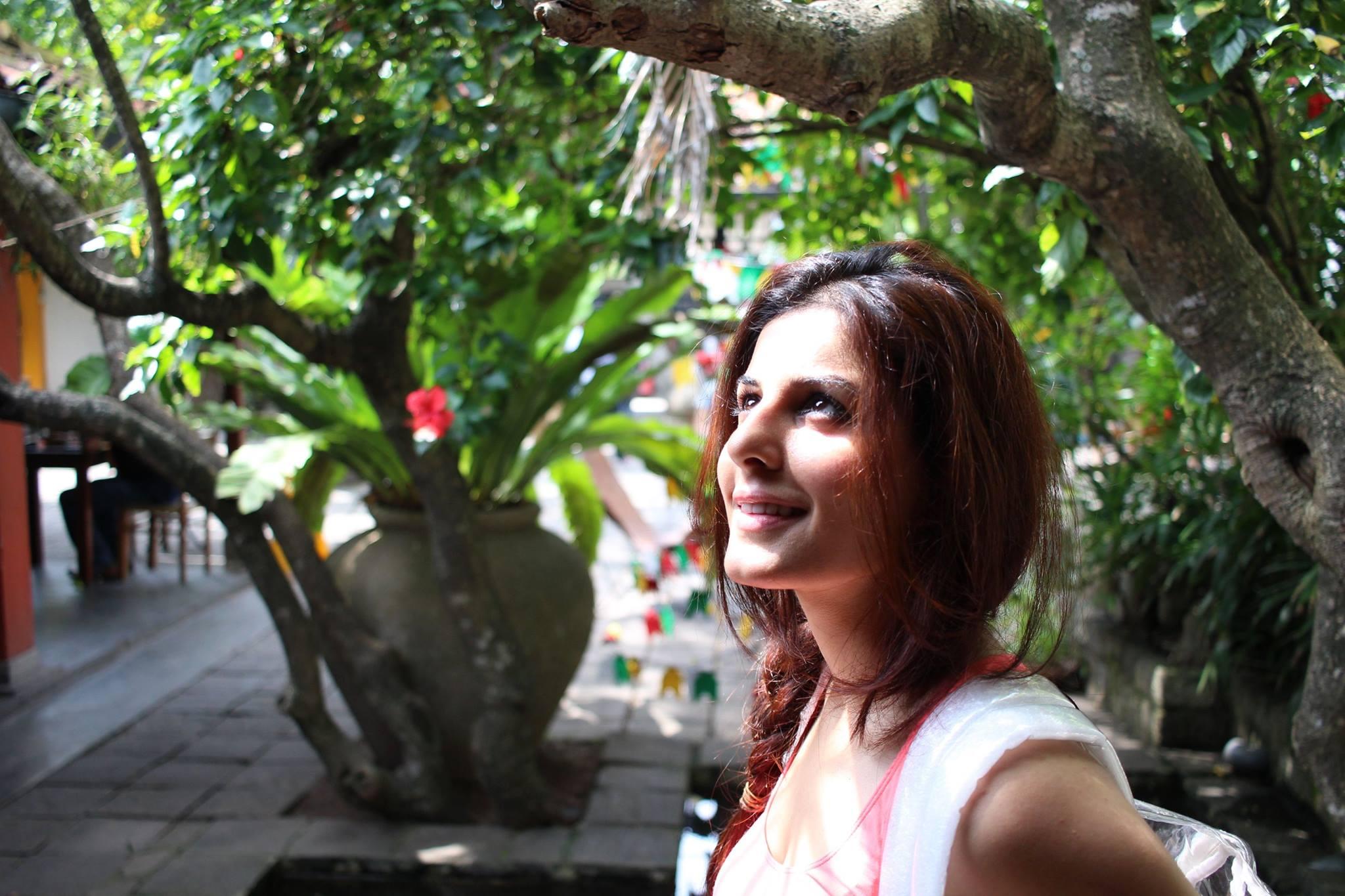Hot & Sexy Isha Talwar (8)