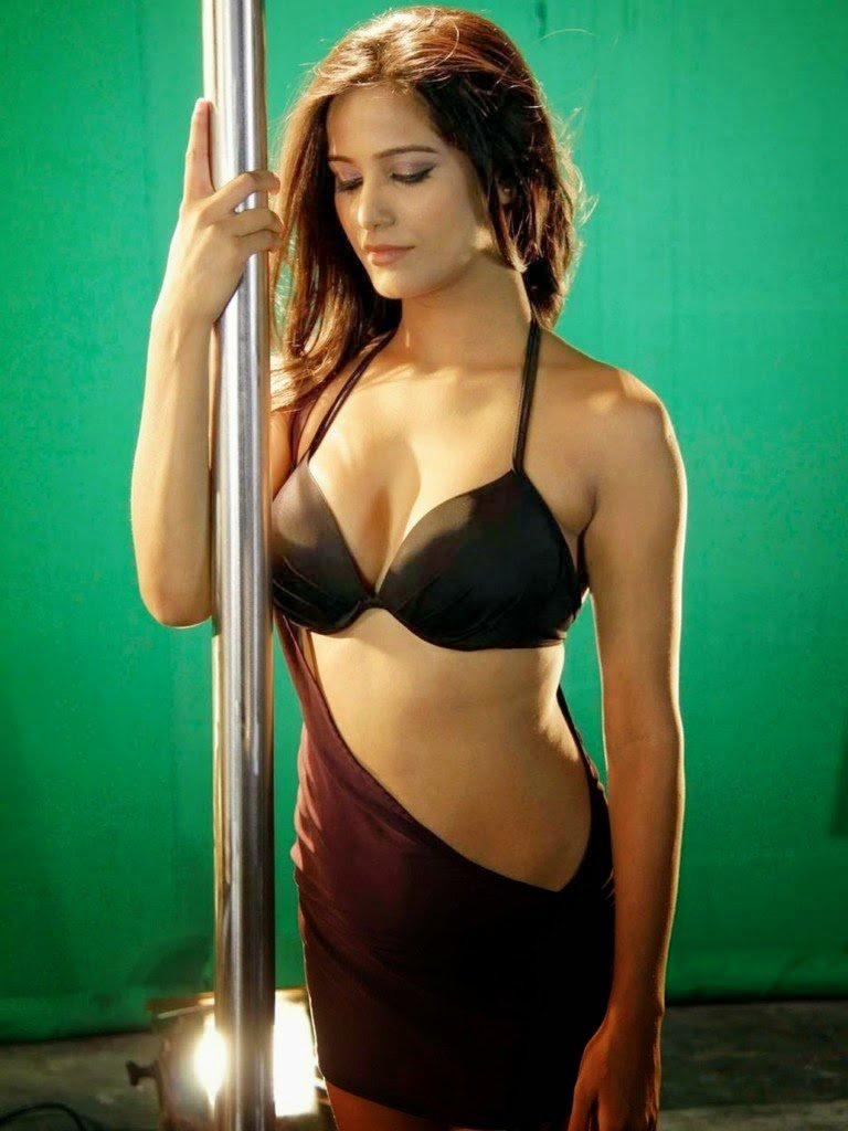 20 hot sexy poonam pandey latest twitter photos