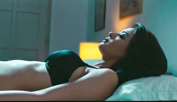Surveen Chawla Hot photo (6)
