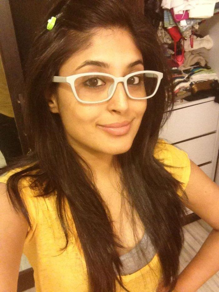 Kritika Kamra Hot Photos Twitter Instagram Selfie