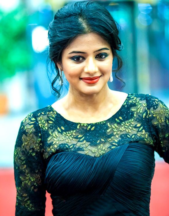 Priyamani Hot, Sexy, Cute Photos  20 Pics Of South Indian -9653