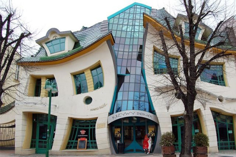 building, amazing, amazing building, unique building, incredible building, world most unusual buildings, the flying tortoise, shoe building, burj building, wonderworks building, piano building, stone building, kansas library building, capital gate building, The Crooked House, Sopot, Poland, The Basket Building, Ohio, USA
