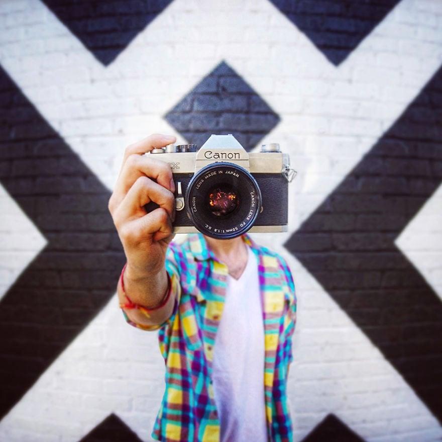 selfie, selfless selfie, artist, idea, creative, creativity, Ari Fararooy, photography, amazing, cool, outstanding, mindblowing, pics, photos, pics, awsome, self-portraits