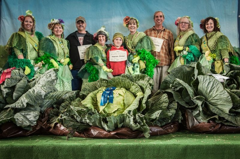 vegetables, gaint vegetables, alaska, big vegetables, Alaska State Fair, Palmer, agricultural show, Matanuska-Susitna Valley, big size, gaint size, Alaska's soil, fair, field, farmer, agriculture, crops, amazing, wow, great, awesome, mind blowing, unbelievable, extraordinary, wtf