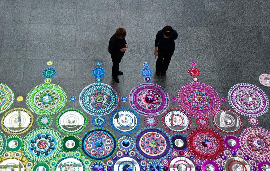 kaleidoscope, crystal, jewel, floor, art, suzan drummen, artist, Netherlands, art, installations, gems, tiny crystals, dazzling crystals, mandala art, textile designs, amazing art, amazing idea, wow, art, creative, creativity, incredible