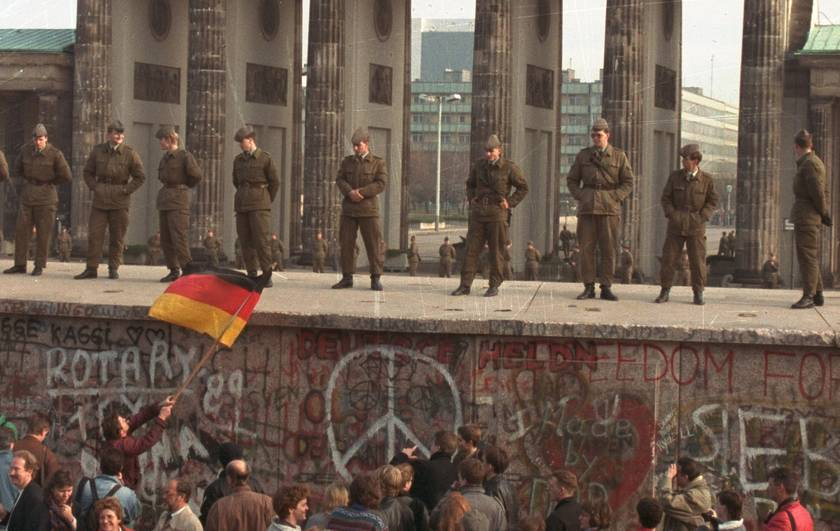 25 Historic Facts Amp Photo Of Fall Of Berlin Wall Germany