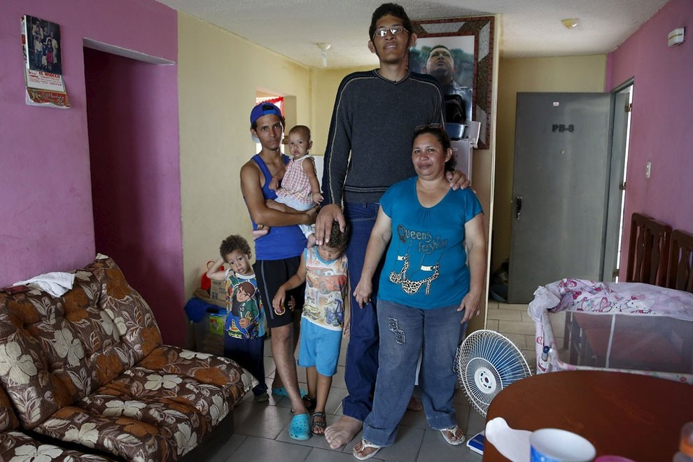 Jeison Rodriguez, largest feet, biggest feet, world record, Guinness World Record, Maracay, Venezuela, boy, shoe size, left foot, right foot, amazing, wow, extraordinary, mindblowing, awesome