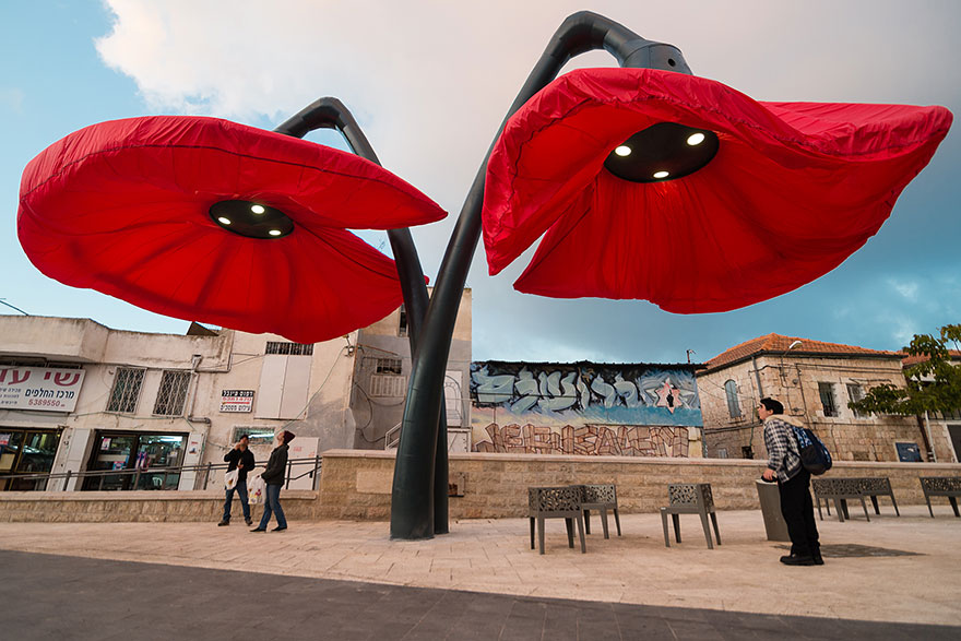 These Streetlights Bloom Like Giant Flowers When People Stand Under Them (1)