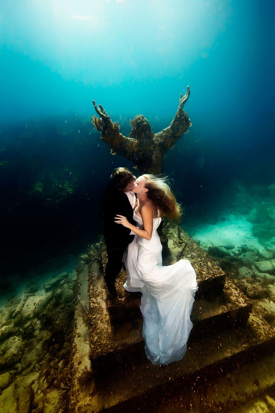 underwater photoshoot of mermaid brides simply wow