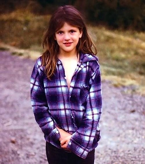 Celebrity, Movie, Childhood photo, celebs photo, Celebrity young, Kids, early life, female celebrity pictures, women celebs, rare photographs, celebrities, famous people young, actress, singer, then & now, before & after, black & white
