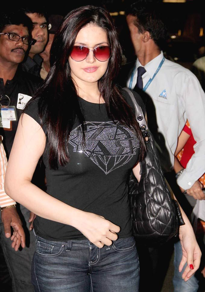 15 Hot Sizzling Photo S Of Hate Story 3 Actress Zarine Khan