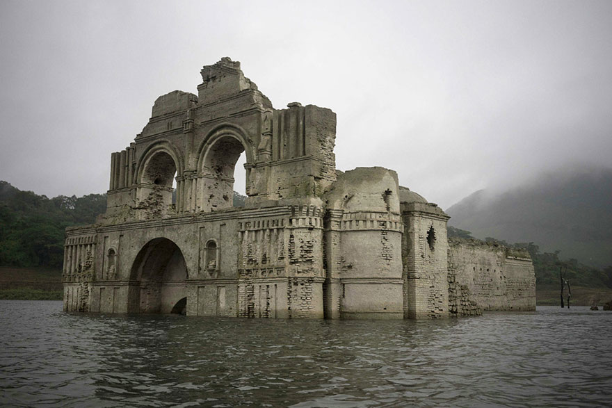 architecture, church, Mexico, water, Chiapas, colonial church, conquistadors, drought, Grijalva river, Mexican church, Nezahualcoyotl reservoir, Southern Mexico, submerged, submerged chapel, submerged church, Temple of Quechula, Temple of Santiago, underwater, underwater church, underwater temple, Drowned Church, historical, reduced water level, amazing, wow, surprising, tourist, Architect Carlos Navarete