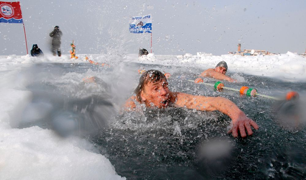 Freezing-Winter-Ice-Swimming-Bath-In-Rus