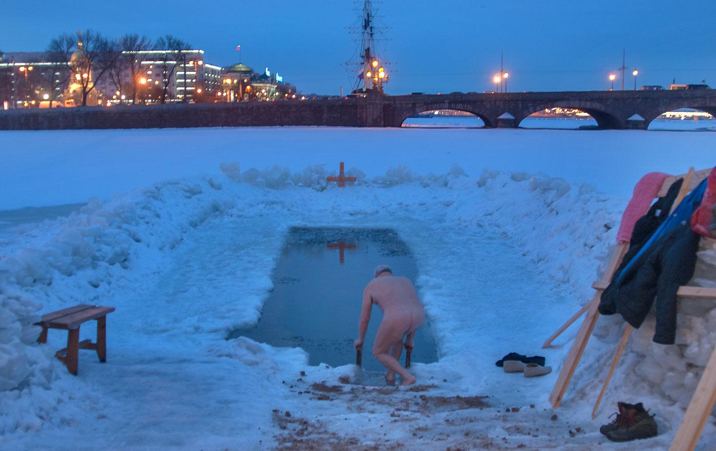 cooling bath, ice bath, cold shower, vladivostok, winter swimming competition, ice swimming, russia, russian, crazy, sports, siberia